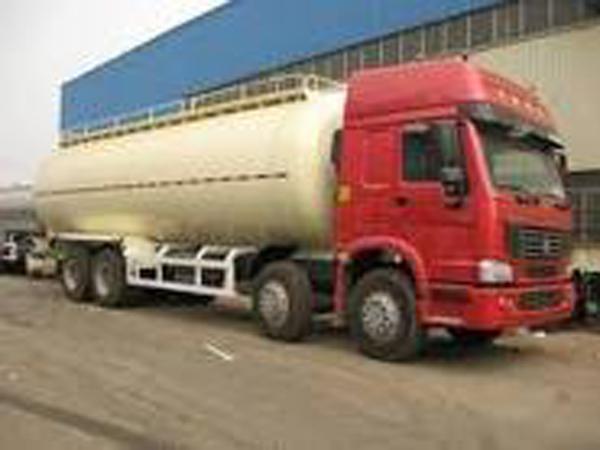 Camión cisterna de combustible